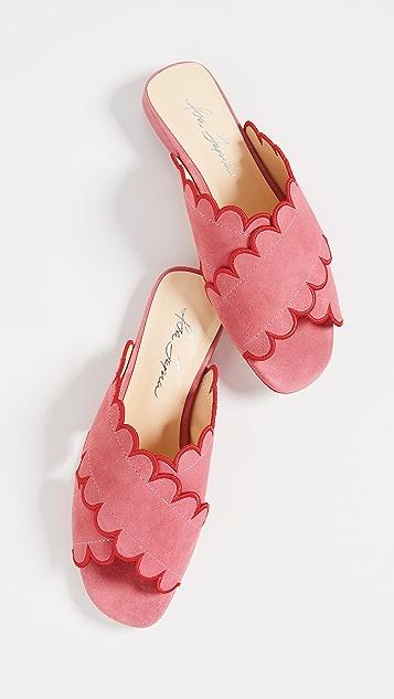 Isa Tapia Nueva Scallop Flat Sandals