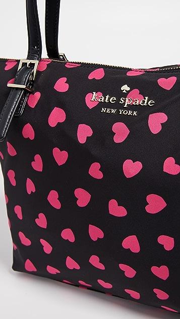 Kate Spade New York Небольшая объемная нейлоновая сумка с короткими ручками Watson Lane Maya