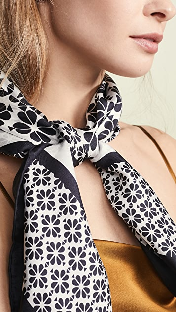 Kate Spade New York Квадратный шелковый шарф Spade Flower