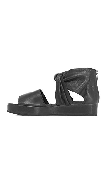 LD Tuttle The Warp Sandals