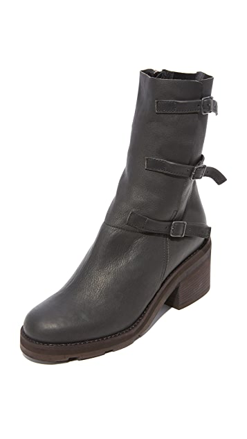 LD Tuttle The Blade Buckle Boots