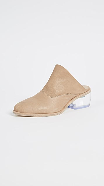 LD Tuttle The Arch Pumps