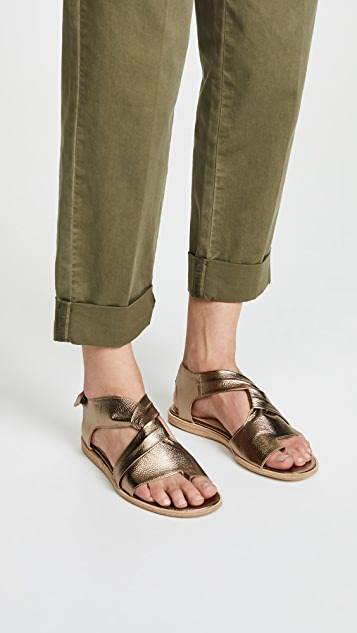 LD Tuttle The Tumble Flat Sandals
