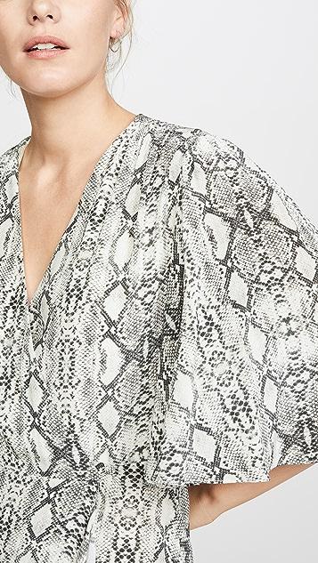 LES REVERIES Длинное платье с запахом и развевающимися рукавами