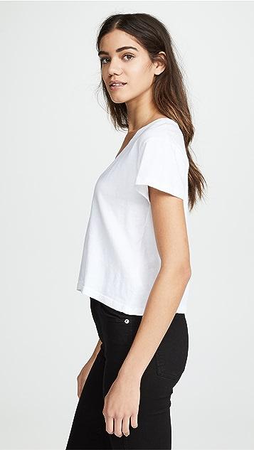 LNA Essential Sparks V 领 T 恤