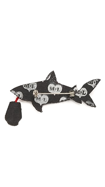 Macon & Lesquoy Shark with Hand Pin