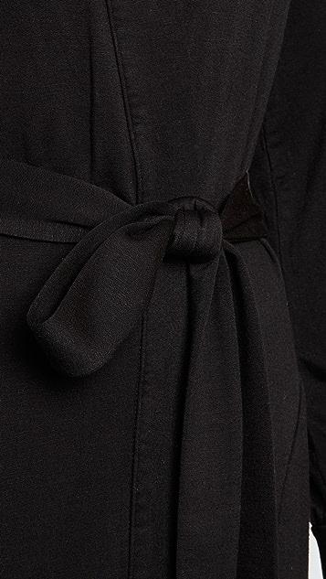 灰色 镶边长袍