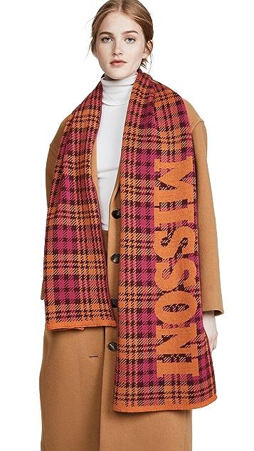 Missoni 格子围巾搭配品牌标志
