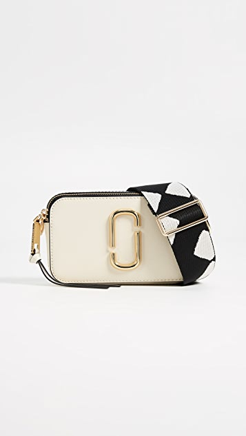 The Marc Jacobs Snapshot 相机包