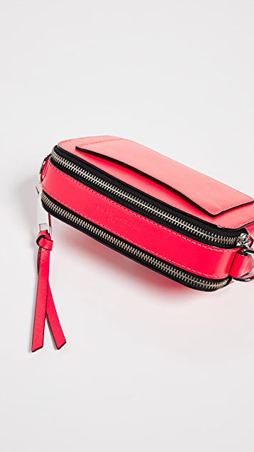 Marc Jacobs Флуоресцентная сумка в форме фотоаппарата Snapshot