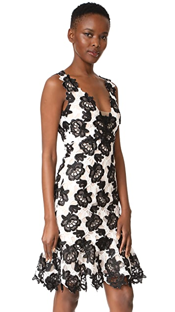 Monique Lhuillier Sleeveless Flounce Dress