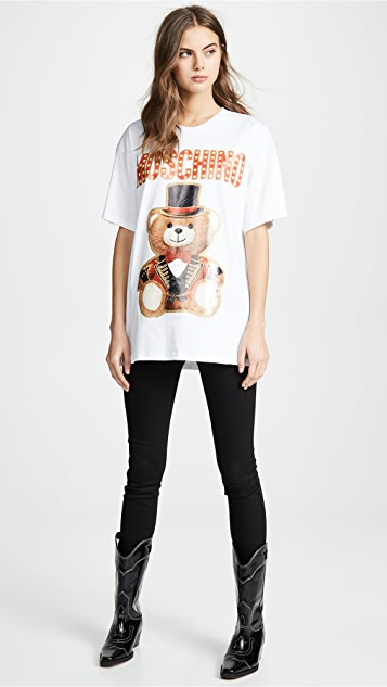 52353ee5588 ... Moschino Top Hat Oversized Bear Tee ...