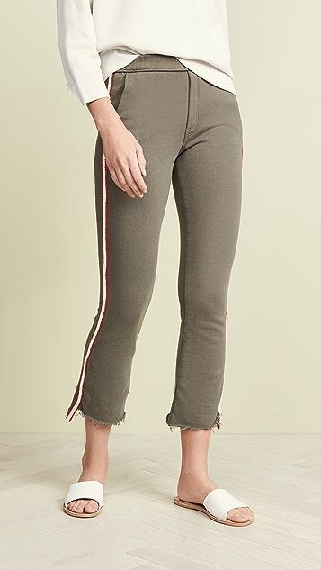 MOTHER Потрепанные укороченные брюки Lounger Insider со ступенчатым нижним краем