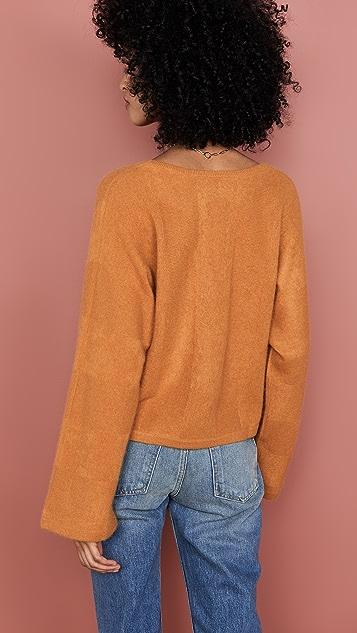Naadam Укороченный кашемировый свитер с V-образным вырезом