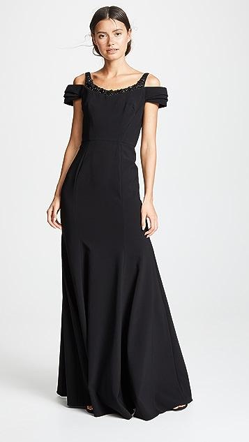 Marchesa Notte Вечернее платье из эластичного крепа с открытыми плечами и расшитой бисером аппликацией