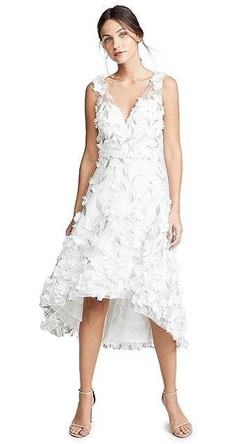 Marchesa Notte Асимметричное коктейльное платье с цветочными лепестками