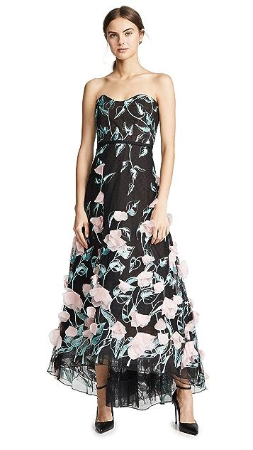 Marchesa Notte Вечернее платье без бретелек с вышивкой, асимметричным подолом и цветочным 3D-рисунком