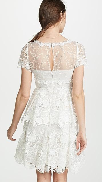 Marchesa Notte Многослойное коктейльное платье с цветочным рисунком