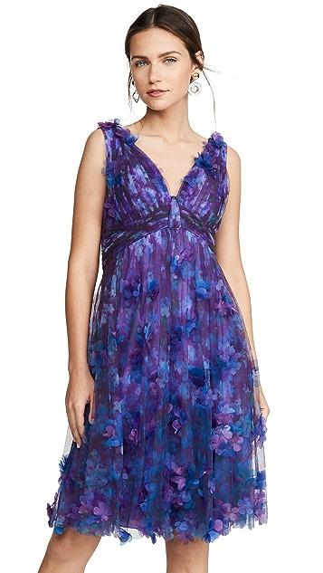 Marchesa Notte Коктейльное платье без рукавов с V-образным вырезом и завышенной талией