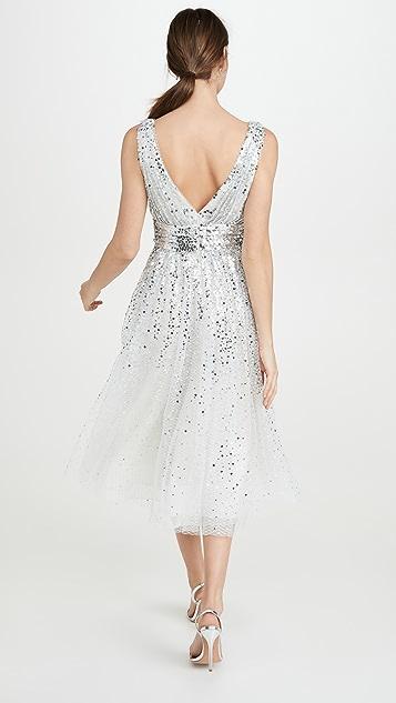 Marchesa Notte Вечернее платье с длиной до середины икры, блестками, эффектом деграде, V-образным вырезом и без рукавов