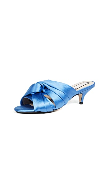 No. 21 Bow Sandal Pumps