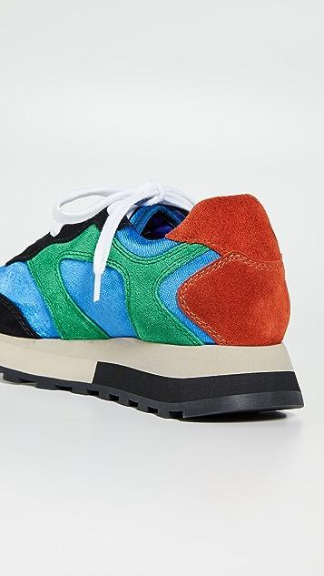 灰白色 HG 跑步运动鞋