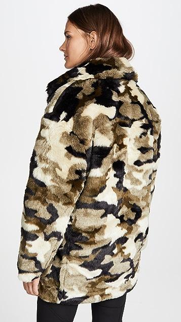 Pam & Gela Пальто из искусственного меха с камуфляжным принтом