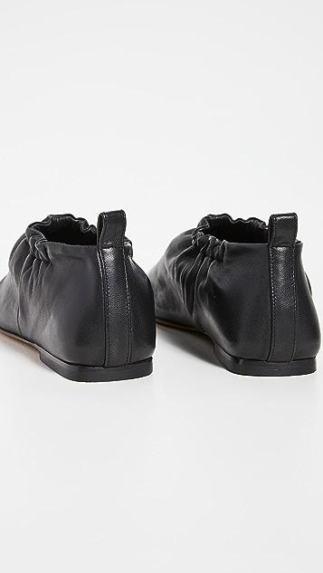 3.1 Phillip Lim 抽褶平底鞋