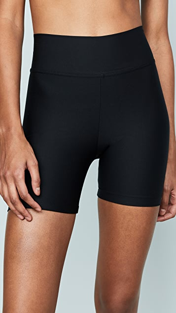 Plush 黑色紧身短裤