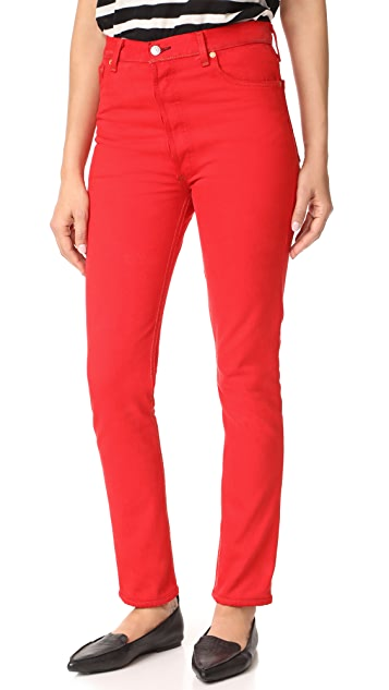 Can you wear red jeans in 2010?