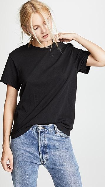 RE/DONE Современная хлопковая футболка с посадкой «герлфренд»