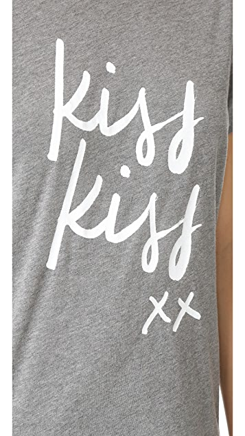 Sincerely Jules Kiss Kiss Tee