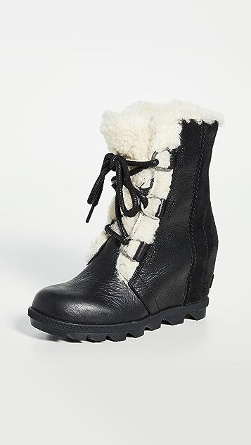 Sorel Joan 连毛羊皮坡跟靴子