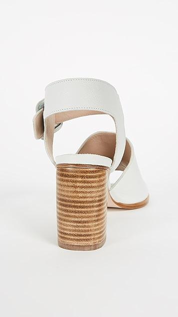 Stuart Weitzman Savvy Sandals