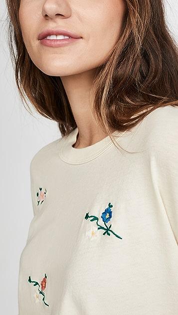 THE GREAT.  花卉刺绣短款 T 恤