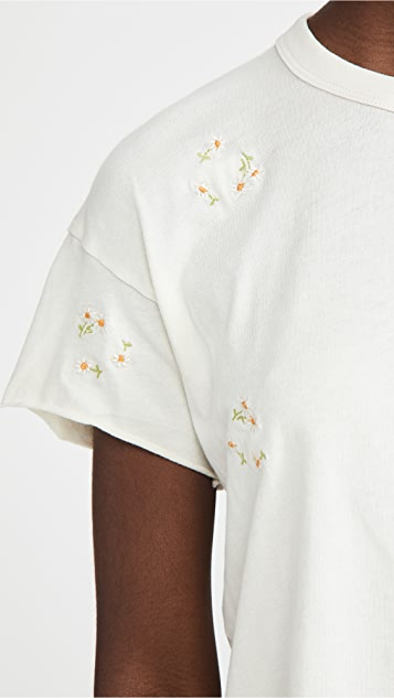 THE GREAT. The Crop Tee with Daisy Bouquet Embroidery