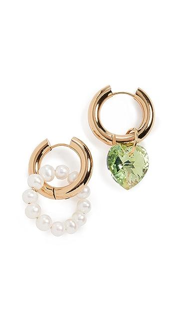经典珠光 珍珠和绿色心形圈式耳环