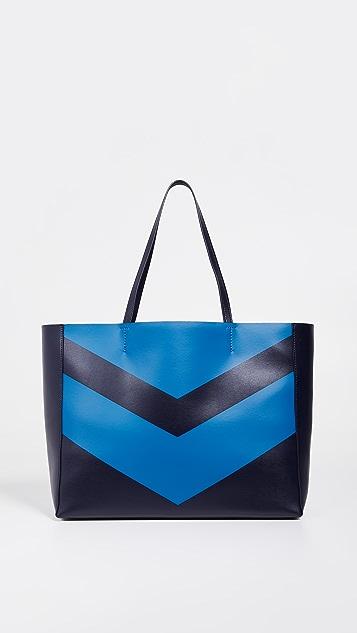 Tory Sport Объемная сумка с короткими ручками East/West с рисунком в виде шевронов