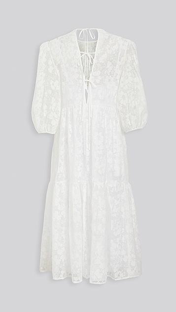 WAYF Channing 背面绑带层褶中长连衣裙