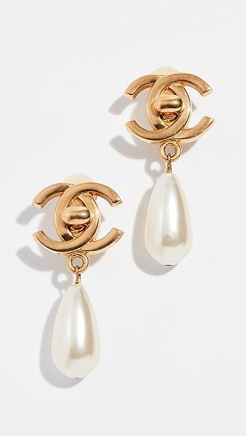 What Goes Around Comes Around Золотые серьги с замком-вертушкой Chanel с жемчугом