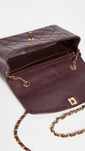 What Goes Around Comes Around Классическая бордовая сумка с клапаном Chanel с текстурой икры диагональю 10дюймов