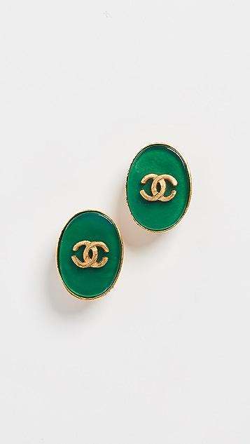 What Goes Around Comes Around Зелено-золотые овальные серьги Chanel с буквами «СС»