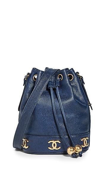 What Goes Around Comes Around Темно-синяя сумка-корзинка Chanel с текстурой икры