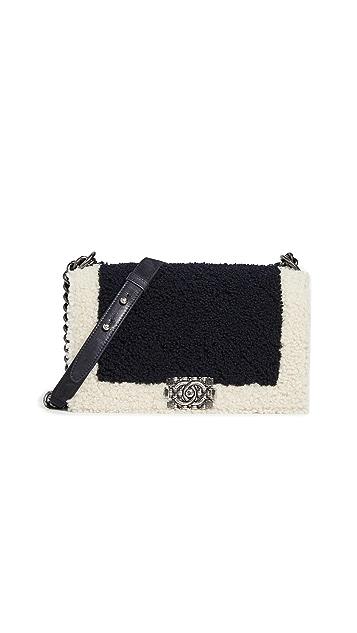 What Goes Around Comes Around Черная сумка Chanel Boy из короткой шерсти среднего размера