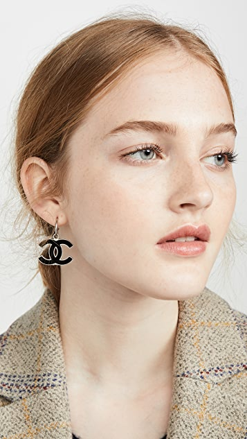 What Goes Around Comes Around Chanel 黑色珐琅 CC 垂式耳环