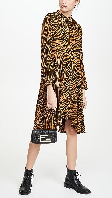 What Goes Around Comes Around Черная маленькая кожаная сумка на ремне Fendi