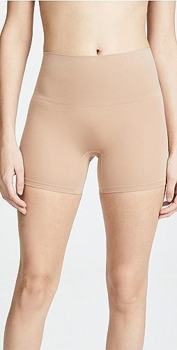 Yummie - 无缝构造轻盈锦纶短裤