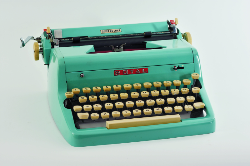 Typewriters_Royal Quiet Deluxe