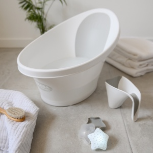 BEABA by Shnuggle Baby Bath Tub with Bum Bump Support and Cozy Foam Back Rest