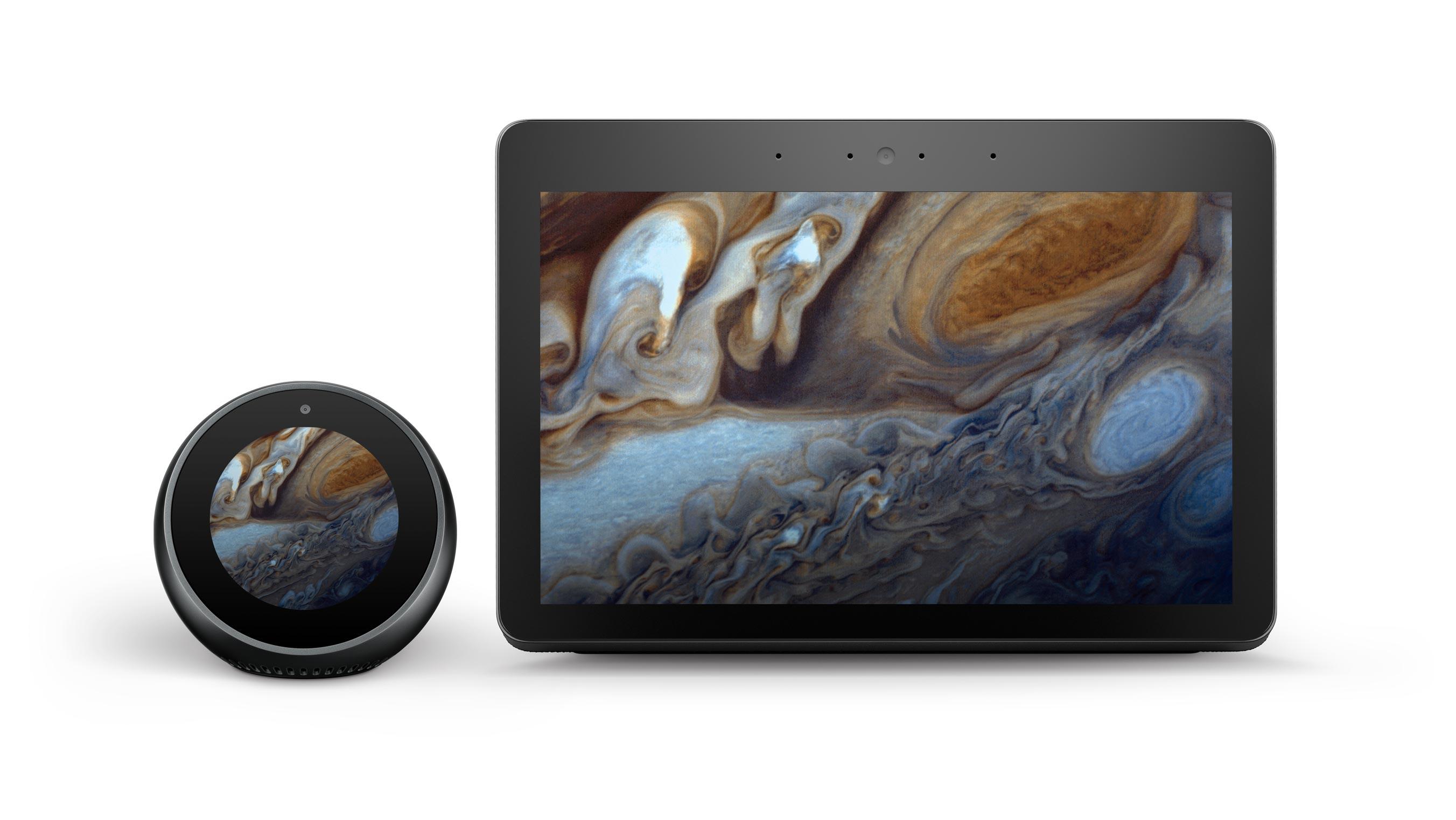 2台のハブデバイスでNASAの木星の画像に下から上のグラデーションオーバーレイを適用した例です。画面上にテキストなどのほかの要素はありません。